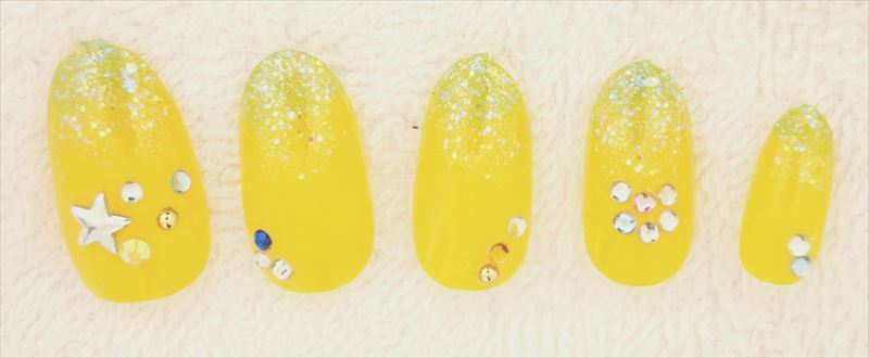 summer_yellow_nail