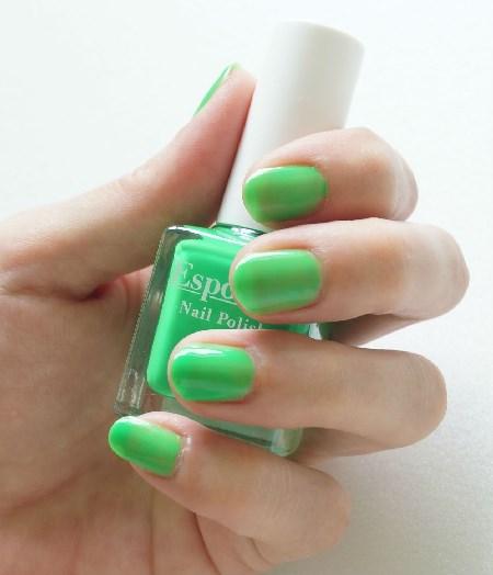 エスポルール43番ネオングリーン爪見本