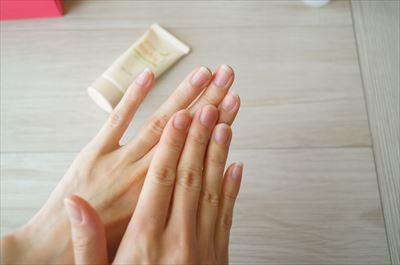ジェルネイルオフ後:手を洗ってハンドクリームを塗る